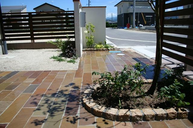 石貼り、ピンコロ、花壇