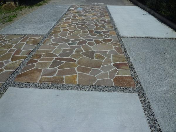 石貼りとコンクリート
