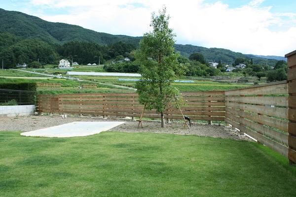 芝庭 ウッドフェンス テラス